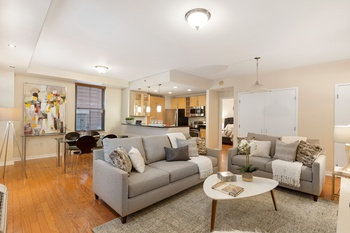 Exceptional Downtown Jersey City 2 bedroom & 2 bath Condo in Paulus Hook